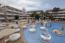 Un turista en estado crítico tras lanzarse de cabeza a la piscina de un hotel de Magaluf