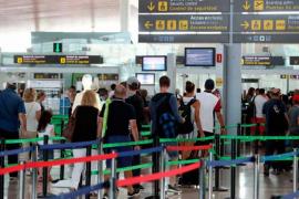 Sindicatos y patronal de 'handling' alcanzan un acuerdo que evita la huelga en los aeropuertos