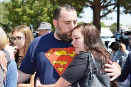 'Superhéroes' en el funeral de un niño muerto a causa del maltrato