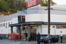 Un joven se atrinchera en un supermercado de Los Ángeles con medio centenar de rehenes y mata a una mujer