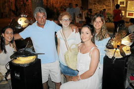 Arte y público llenan las calles de Valldemossa