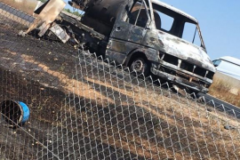 El incendio de una furgoneta provoca retenciones en la autopista de Inca