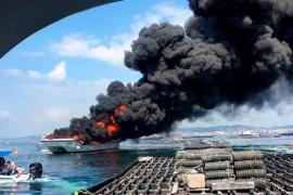 Arde un catamarán de pasajeros en Pontevedra y varias personas resultan heridas