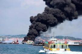 El incendio de un catamarán en Pontevedra deja 37 heridos, cinco graves