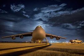 Una joven frena la deportación de un afgano tras su protesta en un avión