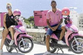 Motos rosas para comida a domicilio