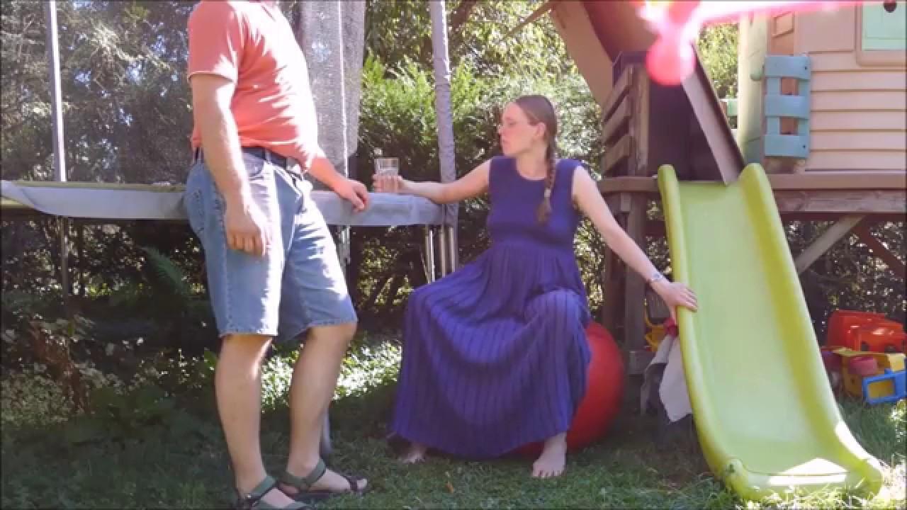 El vídeo de un parto en un jardín triunfa en las redes