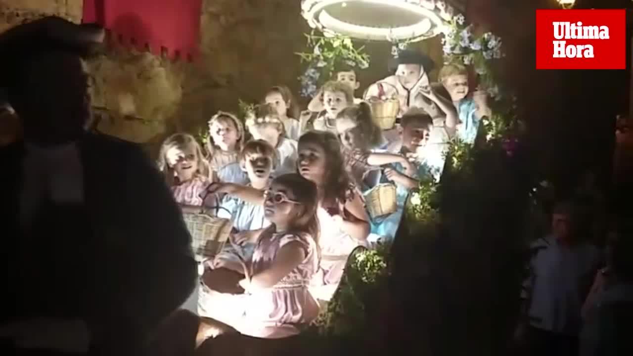 Valldemossa vive un multitudinario desfile de la Beata