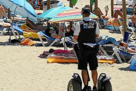La Policía Local persigue en Calvià a fruteros y masajistas con vehículos 'segway'
