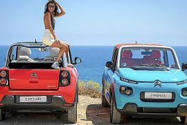 Lucía Rivera Romero, en Ibiza con el Citroën E-Mehari