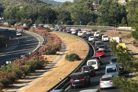 Un hombre tumbado en la autopista de Andratx provoca importantes retenciones