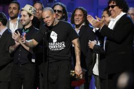 Calle 13 barre en los Grammy Latino y bate el récord de premios