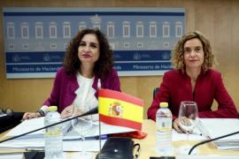 La ministra de Hacienda ve como «lo más probable» la vuelta a la senda de déficit de Rajoy