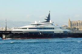 El 'Alfa Nero', que utiliza Bill Gates para sus vacaciones, visita Mallorca