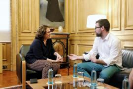 Noguera y Colau analizan la situación del turismo y la vivienda en Palma y Barcelona