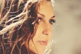 Niña Pastori presenta 'Bajo tus alas' en la Torre de Canyamel