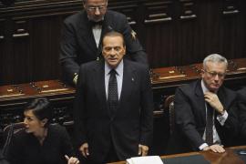 Berlusconi presenta su dimisión