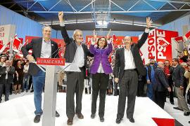 Rubalcaba alerta de la «ley del silencio» de Rajoy, que no dice «nada de nada de nada»