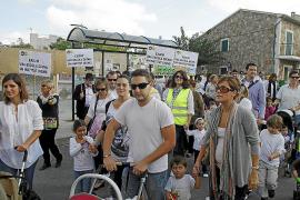 Padres y madres del Costa i Llobera salen a la calle para exigir ya las mejoras del colegio