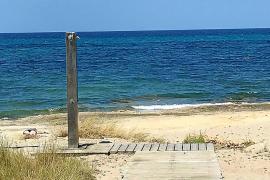 El Ajuntament de Santa Margalida instala duchas en la playa de Son Serra a pesar del veto del Govern