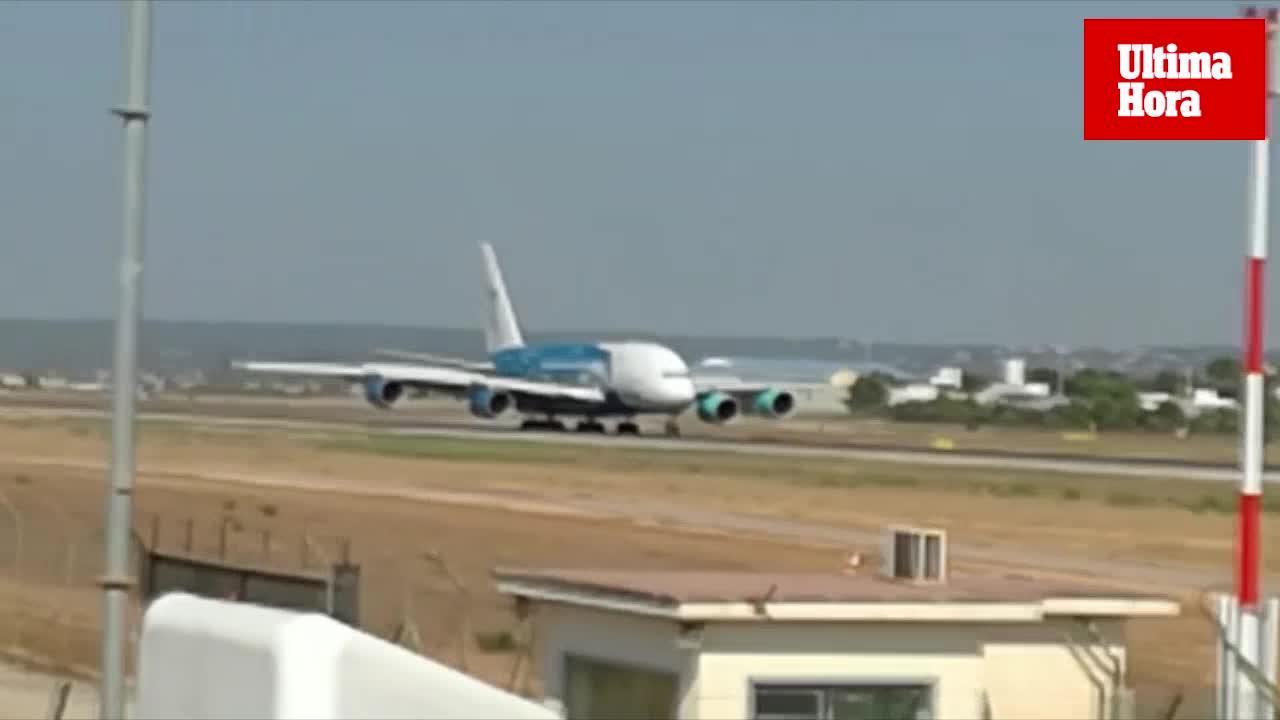 Aterriza en Palma el avión más grande del mundo