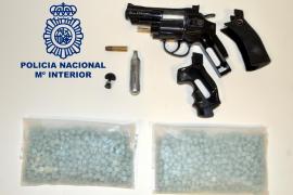 Detenido por amenazar de muerte con una pistola a los clientes de un bar de Ibiza
