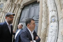 Multa de entre 6.000 y 150.000 euros al autor del grafiti de la catedral de Santiago