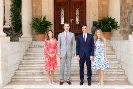 El Rey y Sánchez recuperan junto a sus esposas el histórico almuerzo tras el despacho en Marivent