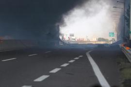 Dos muertos y 60 heridos por un choque de camiones que ha causado un gran incendio en Bolonia