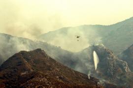 Un gran incendio forestal en Llutxent (Valencia) obliga a desalojar varias poblaciones