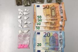 Detenidos tres hombres que vendían droga a los turistas en la Playa de Palma