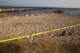 Un vertido de aguas residuales obliga a cerrar la playa de Ciutat Jardí