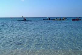 Una mujer discapacitada, en estado crítico tras volcar su kayak en Cala Bona