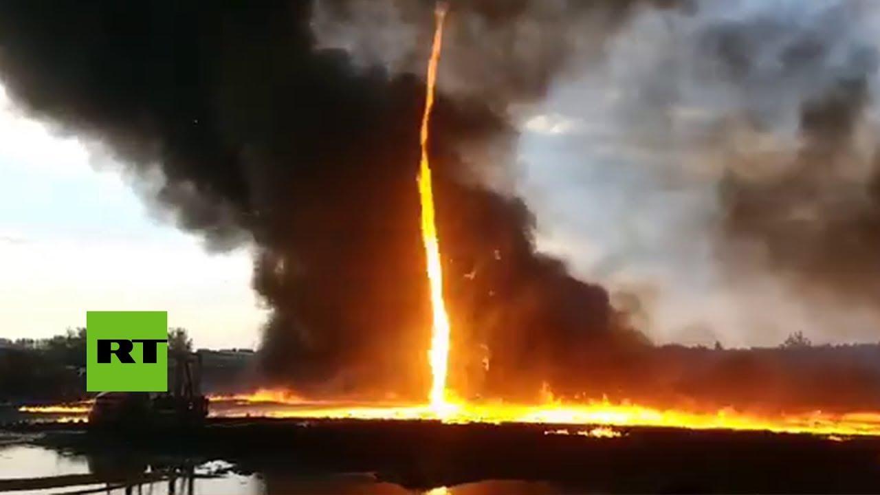 Un tornado de fuego arrasa una fábrica en Reino Unido