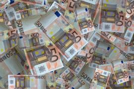 Un niño devuelve un sobre con 2.000 euros encontrado en la calle