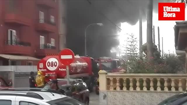 Cinco personas, atendidas en el incendio de un taller en Son Ferriol