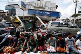 Indonesia eleva a 321 el número de muertos por el terremoto en Lombok