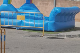 Indignación por la colocación de una colchoneta infantil en un aparcamiento de minusválidos en Calvià