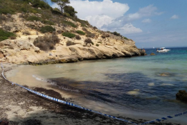 Cerrada la playa de la Bella Dona por un vertido de aguas sucias