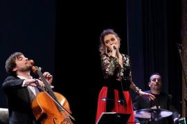 Voicello, el dúo formado por Carme Garí y Gabriel Fiol, en Costitx
