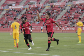 El Mallorca tumba al Alcorcón y conquista el Ciutat de Palma (3-2)