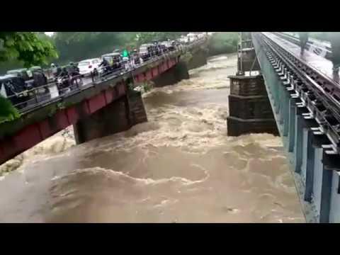 Se acercan a 800 las víctimas mortales del monzón en la India