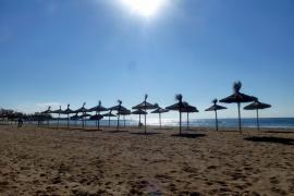 Las playas de Can Pere Antoni y Ciutat Jardí, reabiertas al baño tras los vertidos