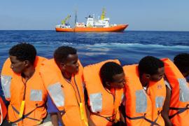 El Gobierno considera que «España no es el puerto más seguro» para el desembarco del Aquarius