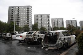 Noche de violencia en Suecia con cien coches quemados y disturbios