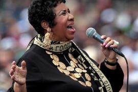 Aretha Franklin sigue «gravemente enferma» aunque está «consciente» y «descansando en casa»