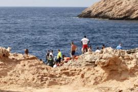 Muere precipitado un británico en Cala Gració el día de su cumpleaños