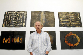 Patxi Echeverría inaugura una gran 'biblioteca' en su regreso artístico a Palma