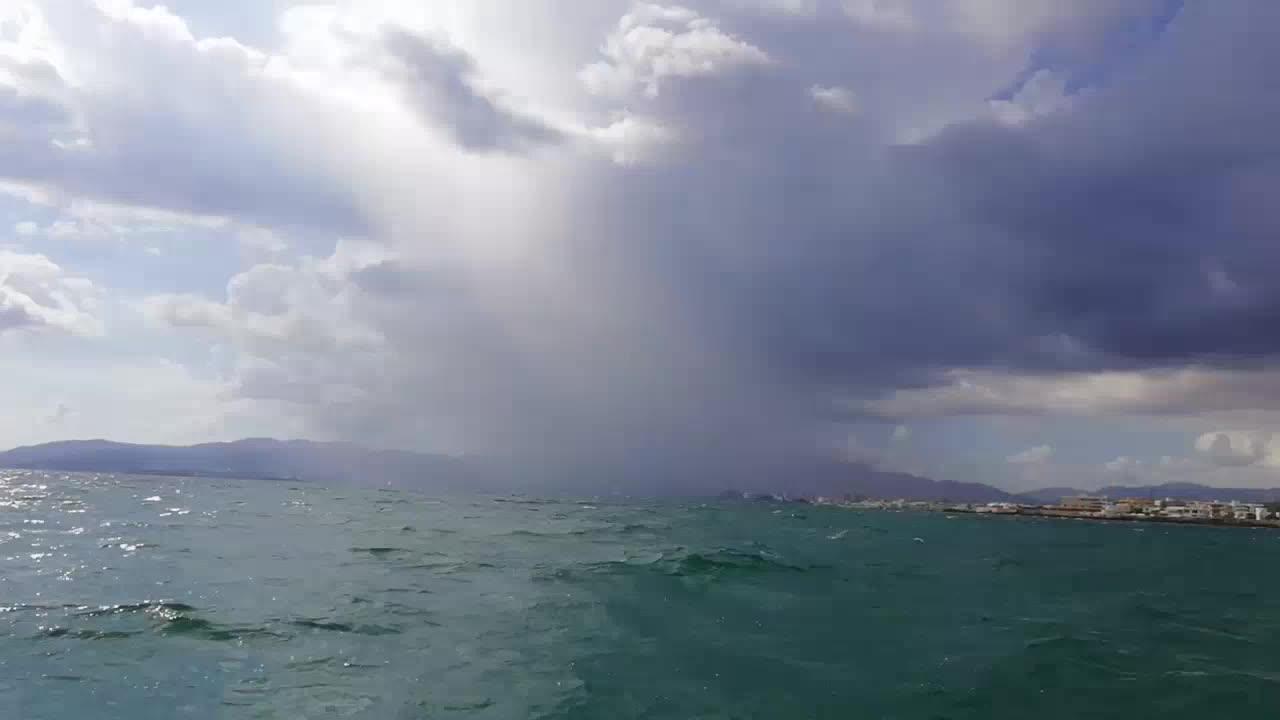 Las tormentas obligan a espaciar los aterrizajes en Palma e Ibiza