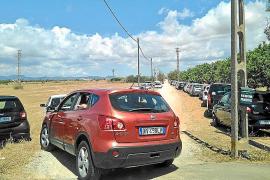 Visitantes y turistas invaden parcelas rústicas de ses Covetes ante la falta de aparcamiento
